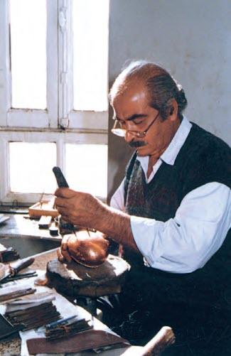 استاد احمد فیناستیان از استادان صنایع دستی